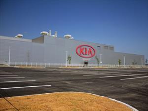KIA celebra la apertura de su planta en México