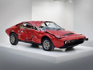 ¿Arte? Una Ferrari Dino 308 GT4 chocada es vendida en USD 250.000