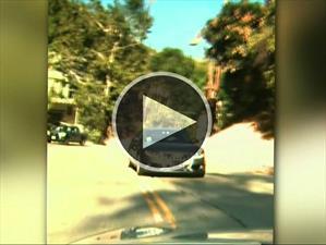 Policía de Los Ángeles busca a este automovilista por manejar en reversa