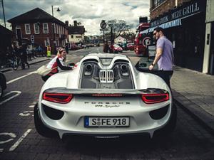 Porsche regaló un viaje de 1,000 km a bordo de un 918 Spyder a través de Facebook