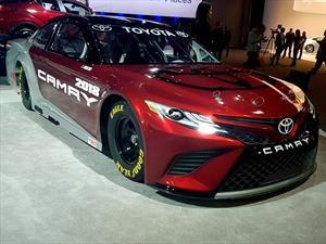 NASCAR Toyota Camry 2018, busca defender el título con un nuevo diseño