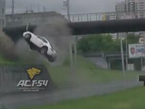 Un Porsche Cayman se accidenta y vuela por los aires