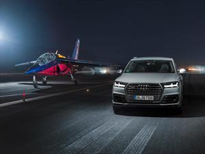 Video: Audi SQ7 vs Alpha Jet ¿quién gana?