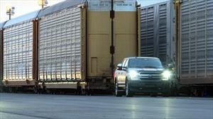 Esta Ford Lobo eléctrica es toda una locomotora, arrastró mas de 500 toneladas