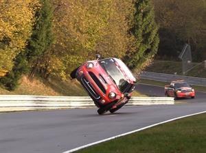 MINI en dos ruedas impone récord de vuelta en Nürburgring
