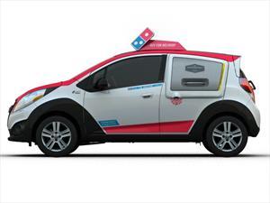 Domino's Pizza elige al Chevrolet Spark para sus entregas