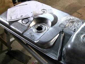 Cómo limpiar el tanque de gasolina del automóvil
