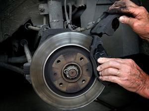 ¿Cuándo es necesario revisar el sistema de frenos del automóvil?