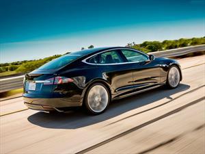 Spotify encuentra socio de lujo abordo del Tesla Model S