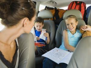 Conducir mientras llevas niños a bordo podría ser un factor de estrés