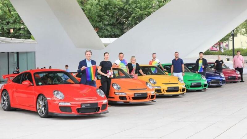 Porsche apoya el Orgullo Gay, con alineación del 911 en arcoíris.