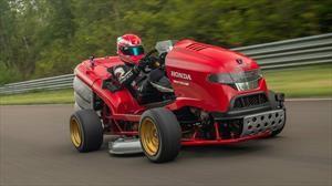 La cortadora de pasto más rápida del mundo, es de Honda