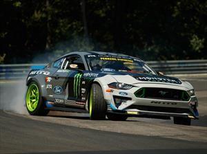 Vaughn Gittin Jr. driftea su Mustang RTR en Nurburgring