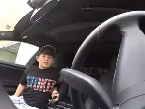 Padre trollea con la función Summon de Tesla a su hijo