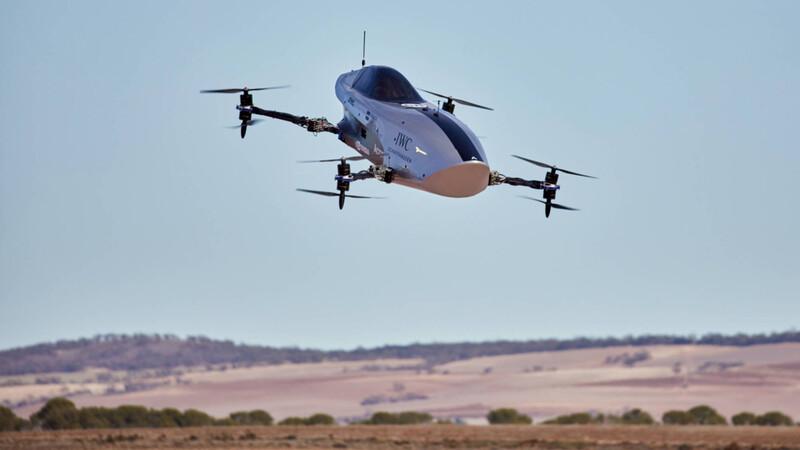El primer auto de carreras volador evidencia sus progresos