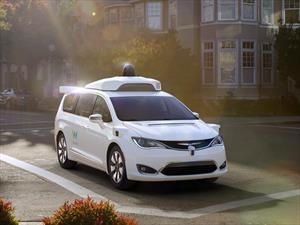 Waymo está desarrollando conducción autónoma con 100 Chrysler Pacifica