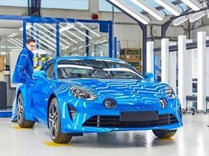 El Alpine A110 ya se fabrica en Francia