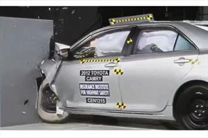 Toyota Camry y Prius obtienen baja calificación en nueva prueba de choque de IIHS