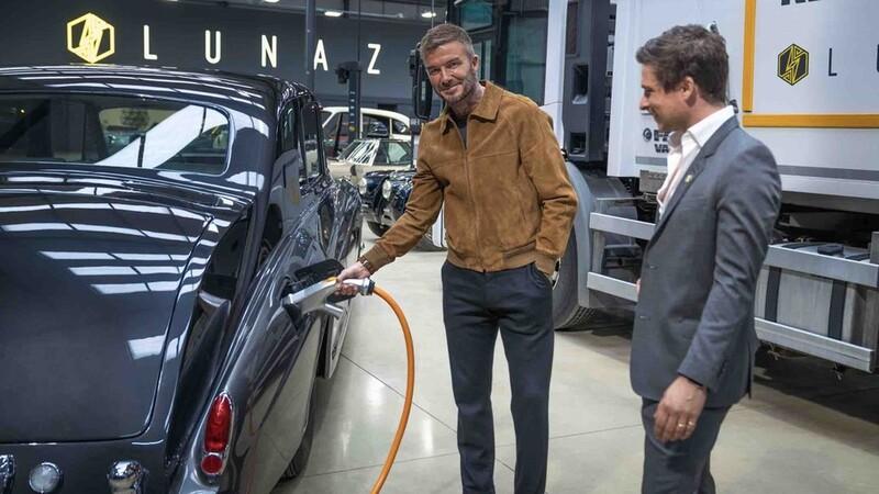 David Beckham no se quiere quedar afuera del futuro eléctrico