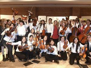 Ford y los Grammy Latinos donan instrumentos