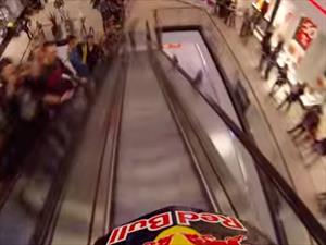 Video: Bicicleta extrema en un shopping de Praga