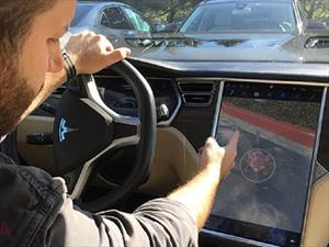 Hacker usa su Tesla Model S para jugar Pokemon Go