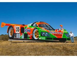 Decoran Laguna Seca con un Mazda 787B gigante