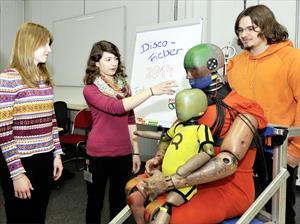 Desarrollan Crash Dummies gordos para estudiar su comportamiento en las pruebas de impacto
