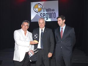 """El Fiat 500, elegido por CESVI Argentina como el """"Auto de Oro en Seguridad 2012"""