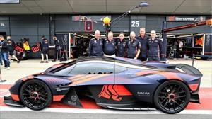 Video: el Aston Martin Valquiria debuta en Silverstone