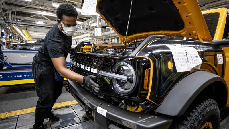 Ford está considerando vender automóviles, SUVs y pickups sin chips
