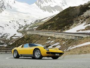 Lamborghini Miura celebra su 50 aniversario en la carretera donde se filmó The Italian Job