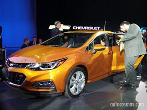 Chevrolet Cruze hatchback y sedán en Detroit