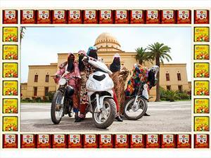 Motoqueras marroquíes se convierten en obra de arte