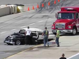 Video: enorme choque de un Chevrolet Bel Air y el piloto sale caminando