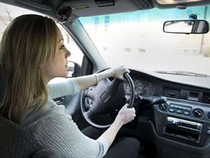 ¿Las mujeres son mejores estacionando el auto que los hombres?