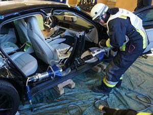 En Alemania los bomberos practican con un Porsche Panamera