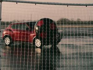 Video: Dos Nissan Juke jugando al fútbol