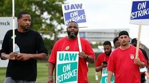 ¿Por qué están en huelga los trabajadores de General Motors?