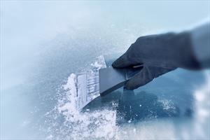 Qué precauciones se deben tener en el parabrisas del automóvil durante el invierno
