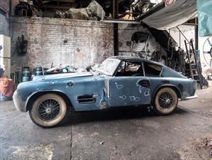 Jaguar XK 140, se subasta un modelo encontrado en un granero