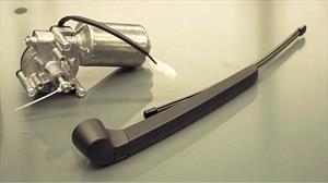 Producen respiradores para enfermos de coronavirus con motores de limpiaparabrisas