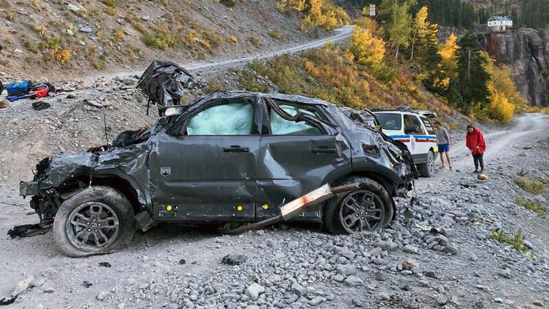 Crash test natural: así queda un Ford Bronco Sport al caer de una montaña
