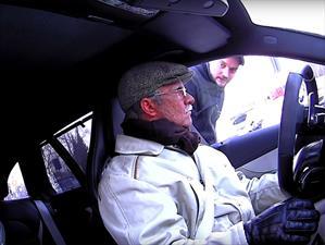 Petter Solberg disfrazado de anciano realiza broma a mecánicos