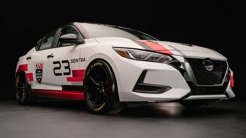 Nissan Sentra se transforma en un auto de carreras