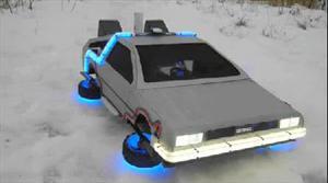 Un DeLorean de control remoto que vuela por los aires