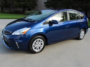 Llamado a revisión de 650,000 unidades del Toyota Prius V