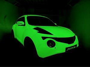 Este Nissan Juke brilla en la oscuridad