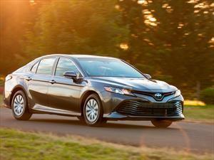 Toyota Camry Híbrido 2019 llega a México con la ecología y lujo como bandera
