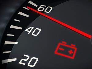 Qué hacer cuando enciende la luz de alerta de la batería del automóvil